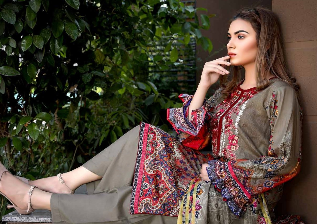 Yashika-Mahnoor-Vol-2-The-Lawn-Collection-11